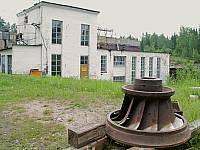 Турбина и здание ГЭС Исо-Юкакоски на реке Тулемайоки