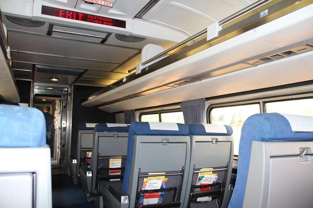 Внутри сидячего вагона Amfleet