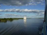 Место впадения реки шексны в белое