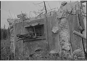 Сортавальский укрепрайон. Взорванный дот с установкой ДОТ-4 , 45 мм
