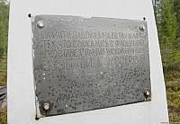 Памяти павших, мужеству живых<br /> Тех, что сражались с фашизмом<br /> В составе 1 партизанской бригады<br /> За чертой милосердия